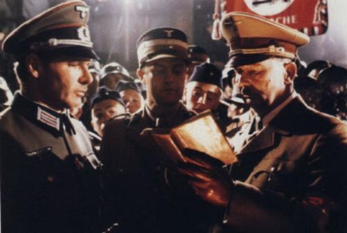 Hitler le dedica un libro a Indiana Jones