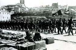 La Legión Cóndor desfilando por las calles de Vigo
