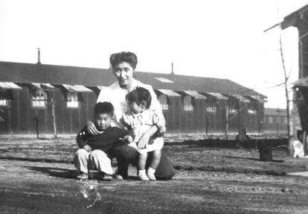 Familia Ina en el Campo de Tule Lake, California, 1946