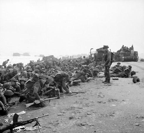 Soldados británicos en la playa Sword, 6 de junio de 1945