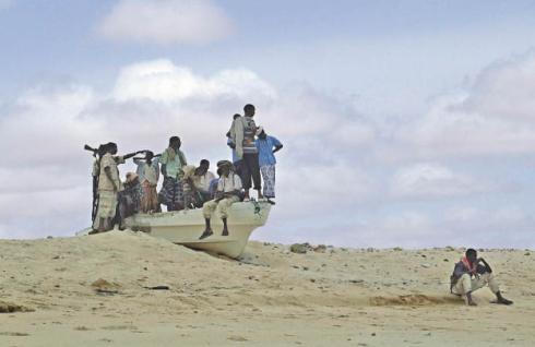 Temible tripulación pirata somalí preparada para atacar a la flota de la OTAN