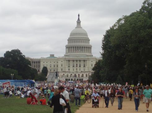 El capitolio lleno de manifestantes anti-Obama