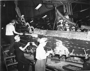 Mujeres construyendo un B-17