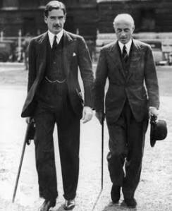 Hoare (a la derecha) junto a Anthony Eden