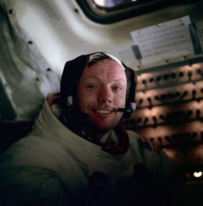 Neil Armstrong después de darse un garbeo por la Luna